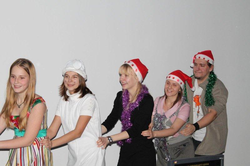 Фото к Чудеса под Новый Год — Фея с енотом, Снегурочка с апельсином!