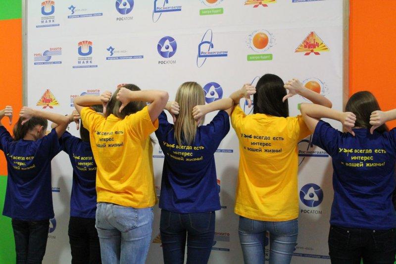 Фото к Информационный центр атомной отрасли был «взят в плен» юными журналистами