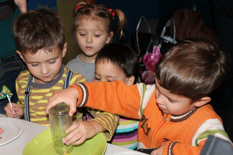Фото к «Извержение вулкана» своими руками в Информационном центре атомной отрасли Челябинска