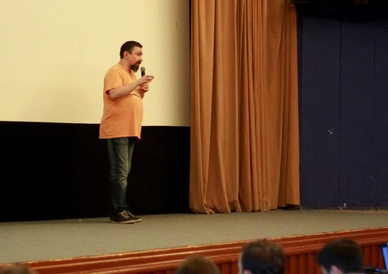 Фото к Дизайн большого взрыва: в Челябинске прошла лекция Эркена Кагарова