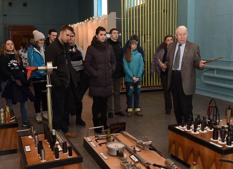 Фото к Ученики челябинской гимназии № 96 узнали, что такое реактор «А»