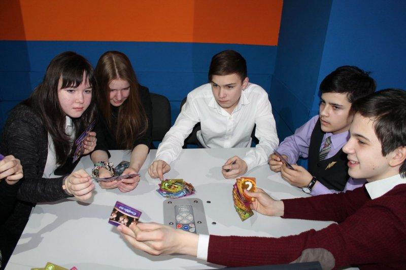 Фото к Тренировка для мозгов: в Челябинске школьники выиграли знания в научном антиказино