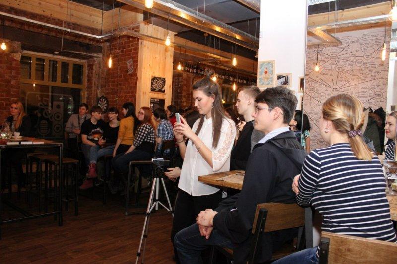 Фото к «Весна и любовь»: в Челябинске состоялось третье научно-популярное ток-шоу «Разберем на атомы»