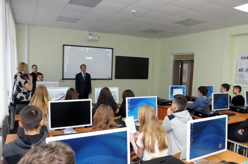 Фото к Школьники г. Челябинска посетили РФЯЦ-ВНИИТФ им. академ. Е. И. Забабахина